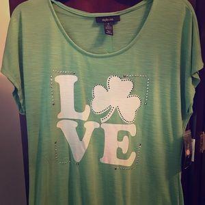 """🍀 """"Love"""" Shirt 🍀"""